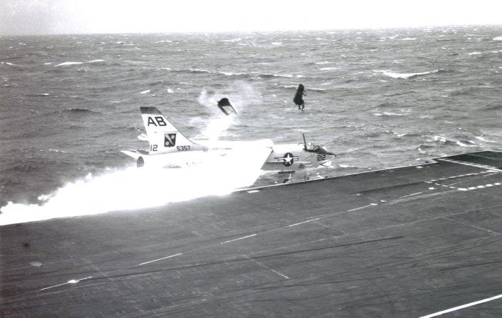 The ejection site. Un salto desde la cubierta